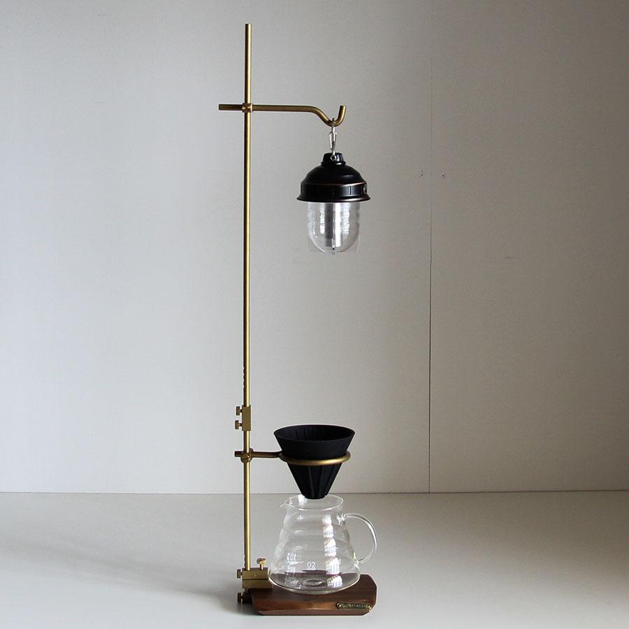 画像: バークランプランタンスタンド。別売のドリップホルダーを付ければコーヒーも楽しめる。