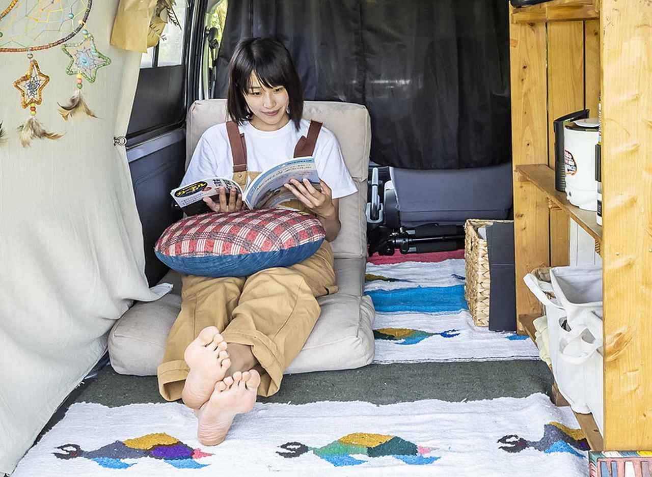 画像: 欲しいものに手が届く車内は、自宅の部屋よりも快適♪