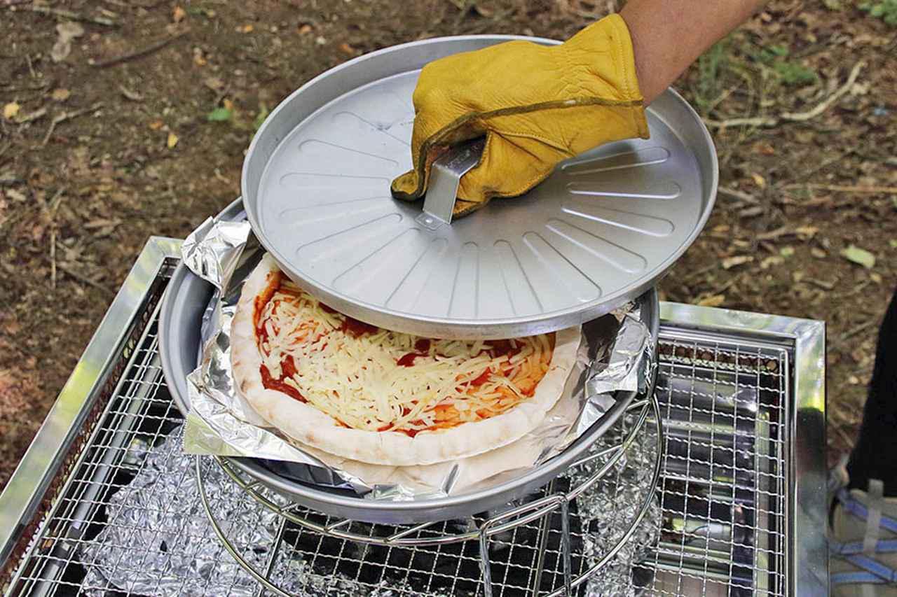 画像: BBQで本格ピザを焼くためのセット。ピザグリルφ29×H6㎝、スタンドφ30×H9.5㎝。重量900g。4400円