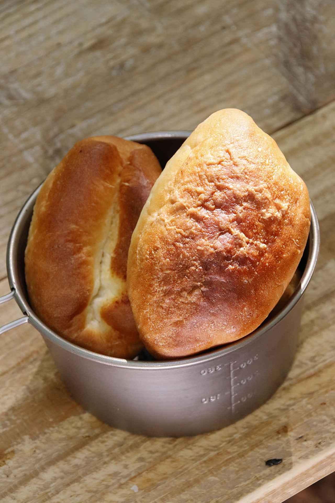 画像: 秋は日中の気温が高く、手ごねパンを作りやすい季節。キャンプ場でもオーブンがあれば、焼きたてパンを食べられる。