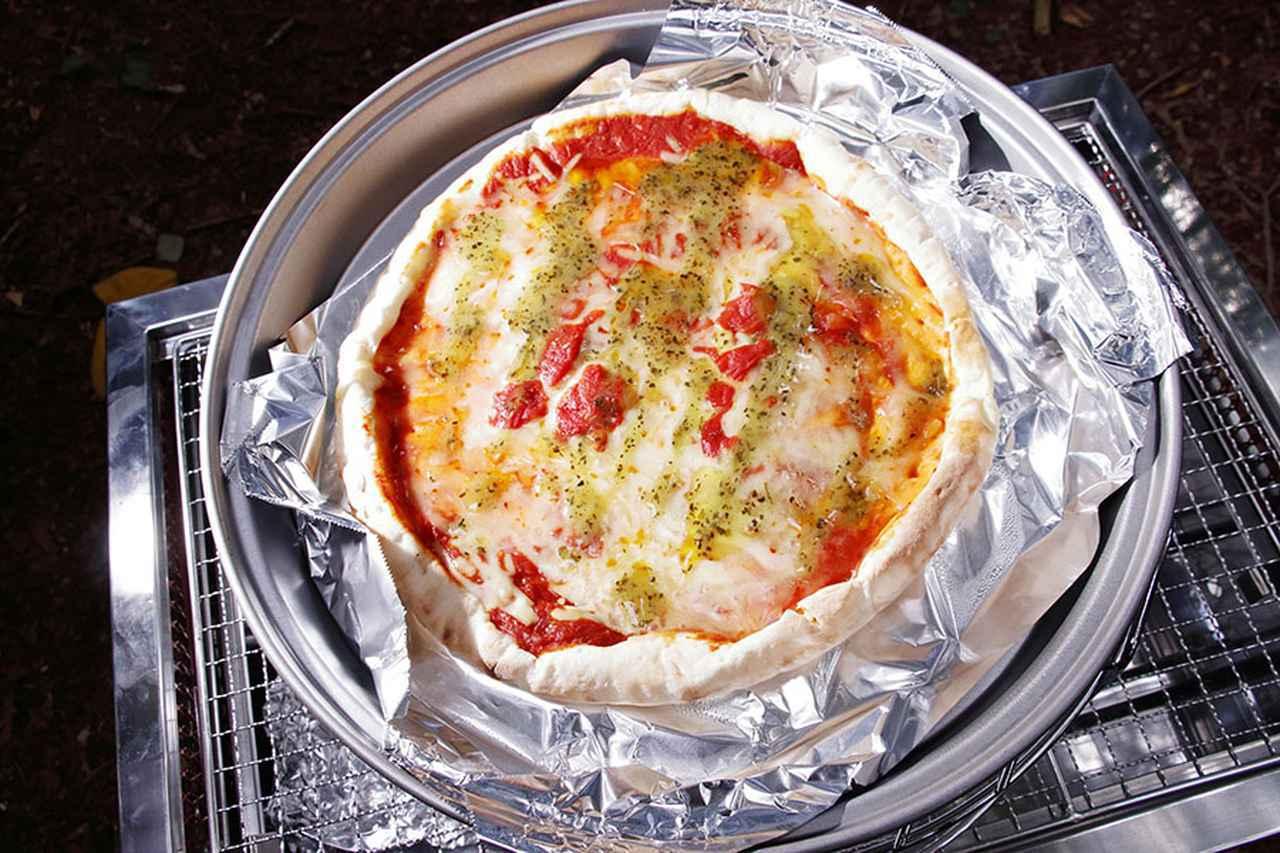 画像1: BBQのついでにピザを焼く! フタの上の炭がポイント