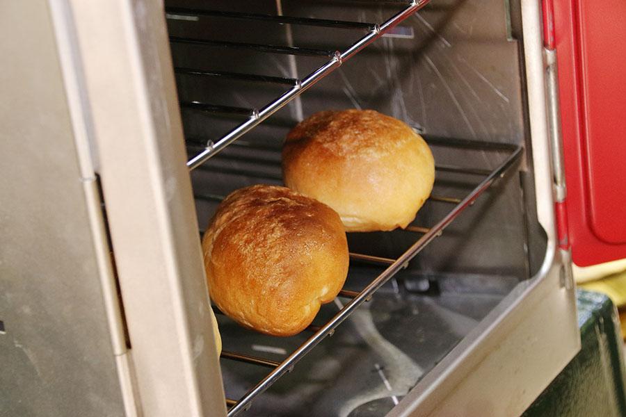 画像2: 温度計付きのオーブンならパンだって焼ける!