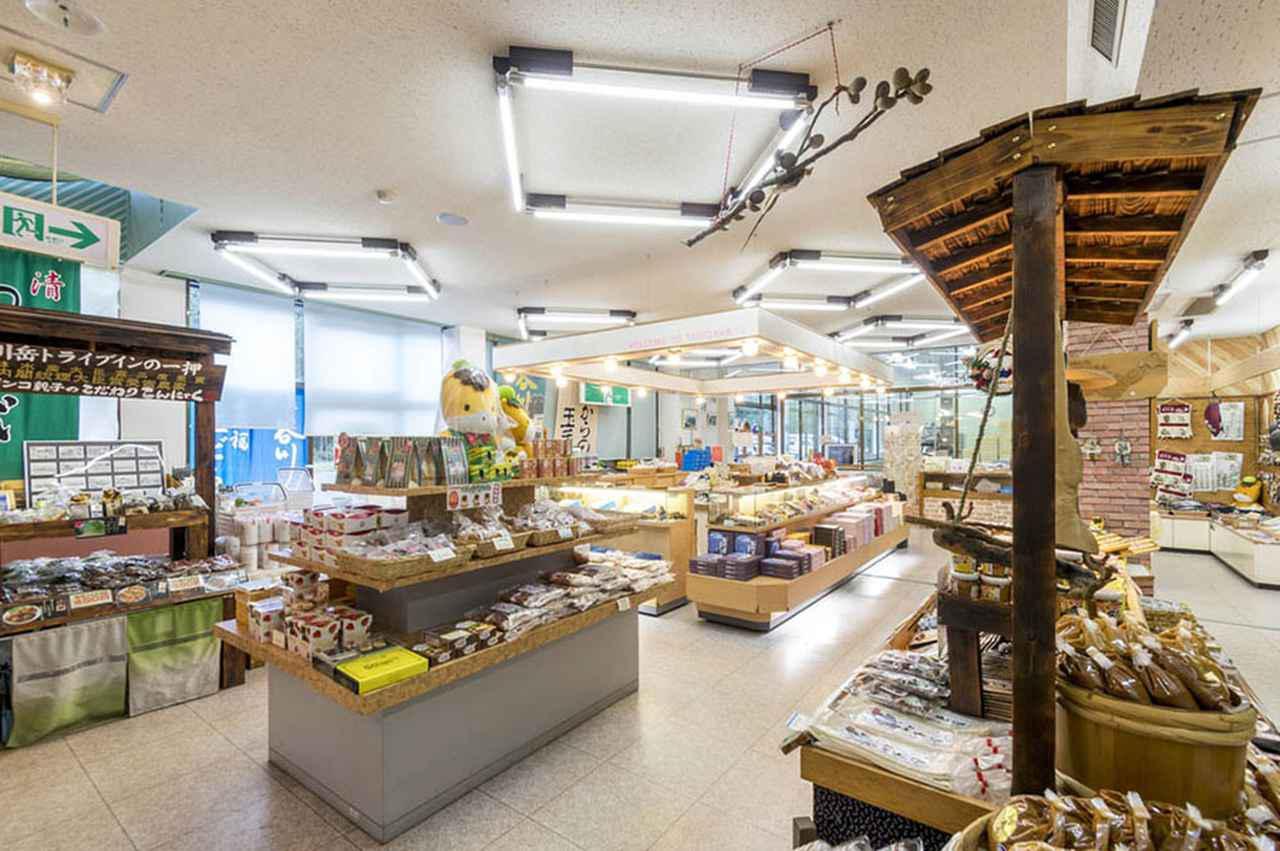 画像: 谷川岳ドライブイン内にはレストランやお土産の販売コーナーも。