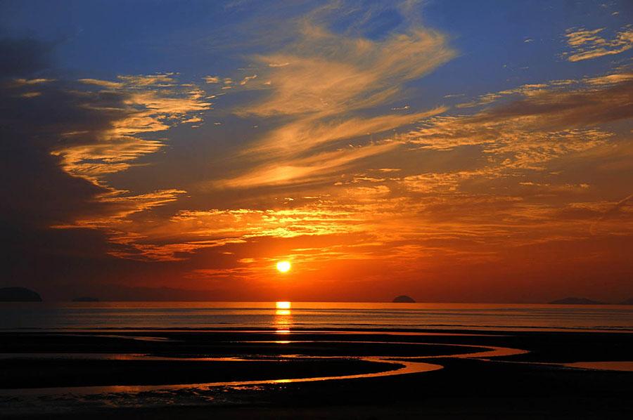 画像1: 美しい夕日を眺めながら、贅沢な車中泊を