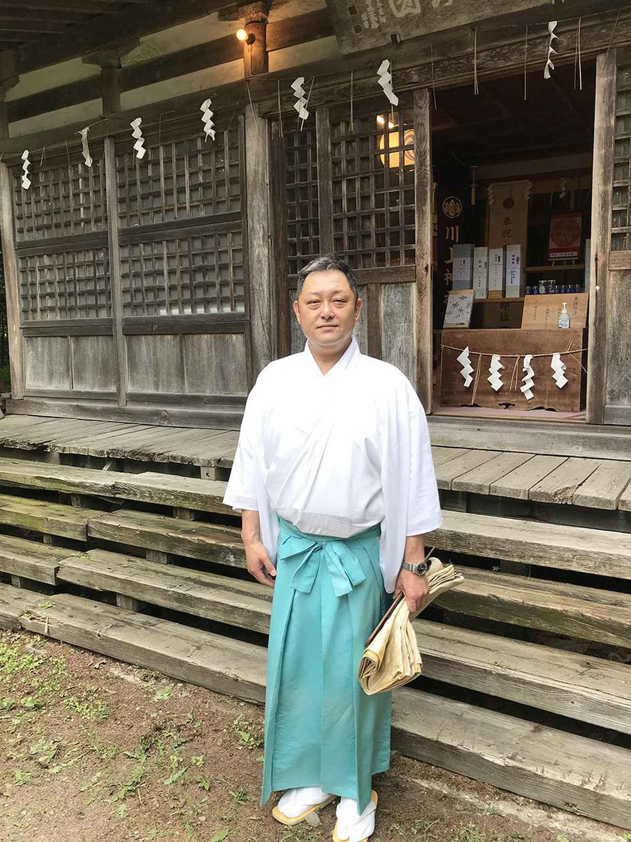 画像: 「安全なクルマ旅を願っています!」 川上神社宮司の長尾式宮(のりたか)さん。