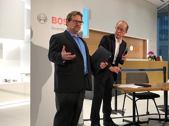 画像1: 写真は日本の状況を説明するBOSCH APS CDRプロジェクトマネージャーの里 廉太郎氏