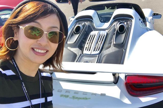 画像1: 「吉田由美、世界限定918台『ポルシェ918スパイダー』に乗る」の巻