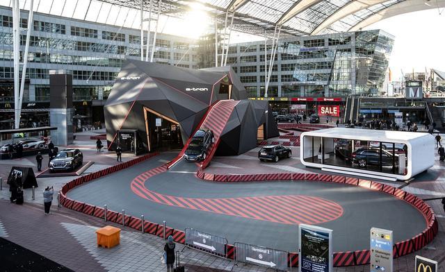 画像2: Audiのパビリオンがミュンヘン空港に出現