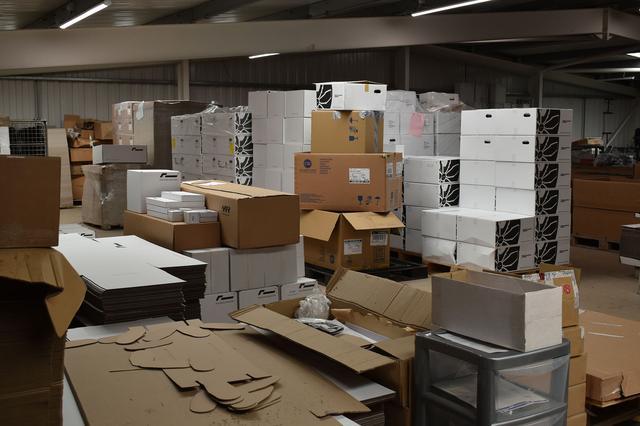画像1: 商品倉庫