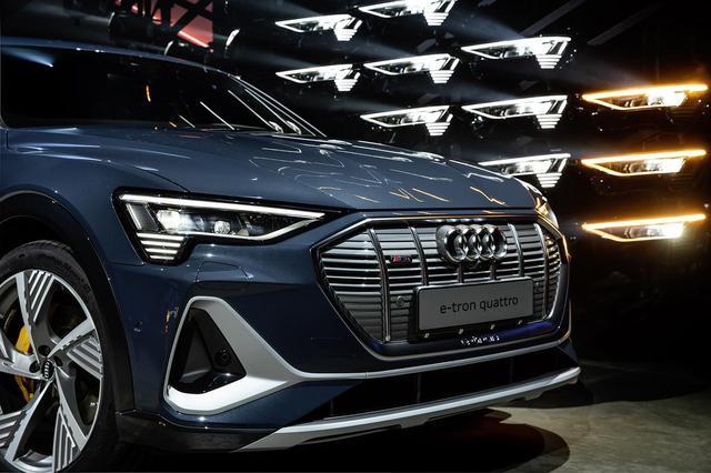画像1: 「Audi e-tron Sportback」がLAショーでデビュー