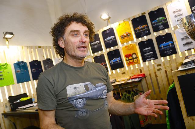 画像: 「オリジナルレース」のデザイナー兼共同創業者、ダヴィデ・ケーリ氏。53歳。