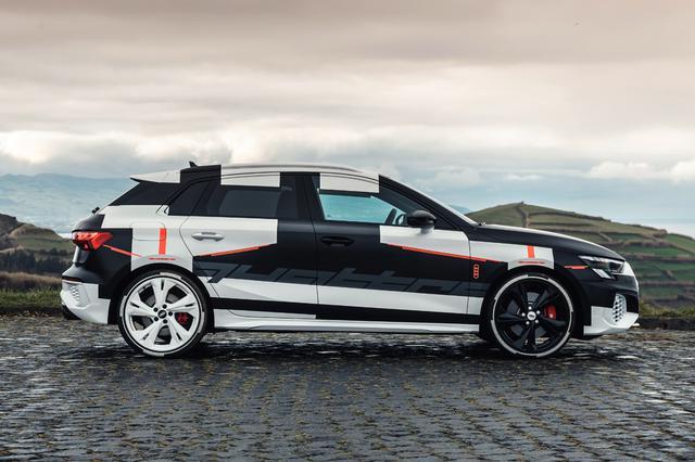 画像2: カムフラージュされた新型「Audi A3 Sportback」の写真公開