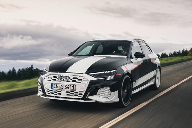 画像1: カムフラージュされた新型「Audi A3 Sportback」の写真公開