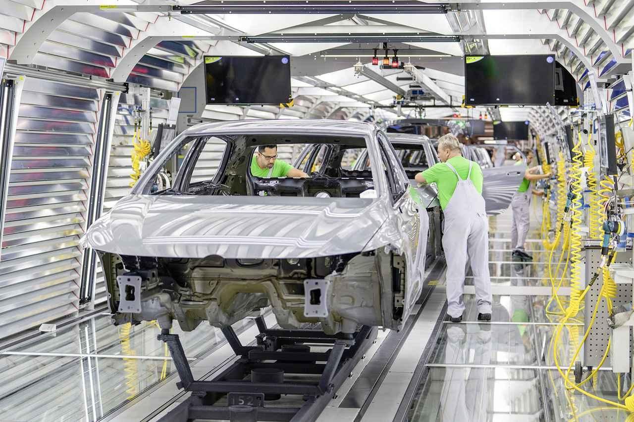 画像: ゴルフ8を生産するウォルフスブルク工場。