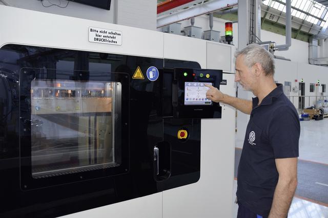 画像2: VWが3Dプリンターでフェイスシールド生産に貢献