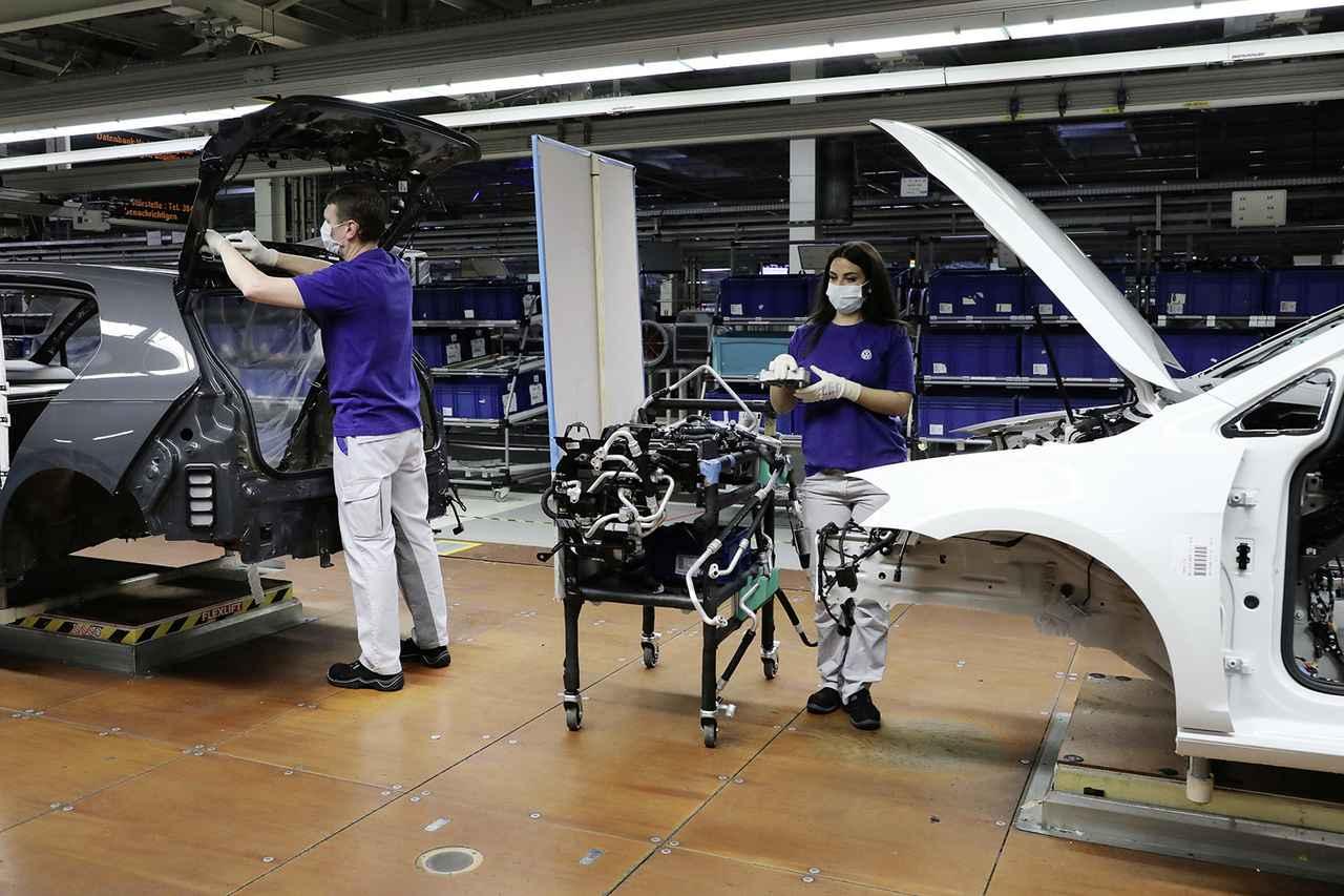 画像1: VWが段階的に生産を再開