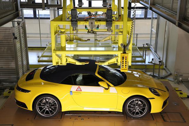 画像2: 「Behind the Scenes」で組み立て中の愛車が見られる!