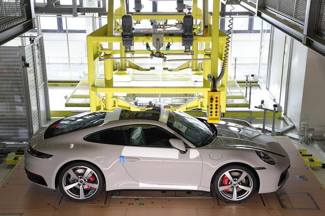 画像3: 「Behind the Scenes」で組み立て中の愛車が見られる!