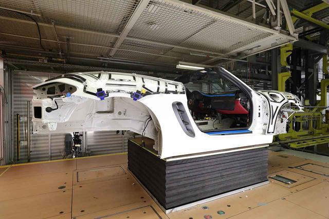 画像5: 「Behind the Scenes」で組み立て中の愛車が見られる!