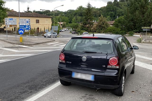 画像: 4代目ポロ。市街地の道路が狭く、駐車場の争奪戦が激しいイタリアでは「ゴルフはちょっと大きくて」というユーザーに、早くから受容された。