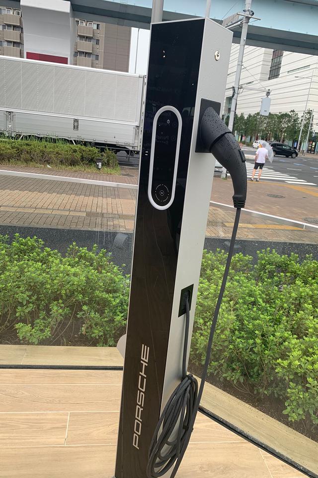 """画像2: 「Porsche NOW Tokyo」で""""シンデレラのマスク""""をゲット!"""