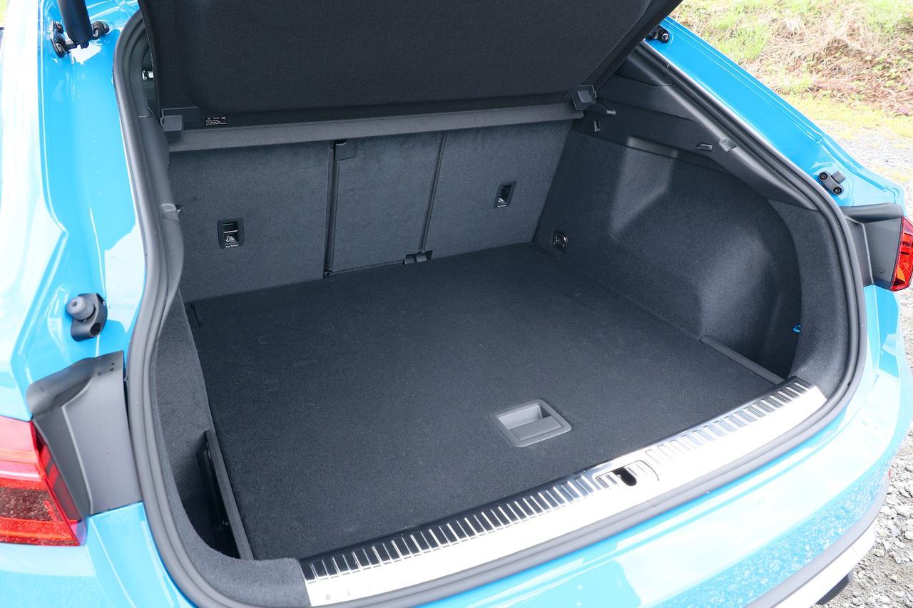 画像: Audi Q3 Sportbackのラゲッジスペース