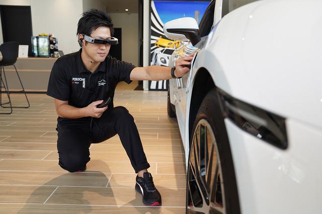 画像1: 「Porsche Online Consultation with スマートグラス」を試験導入