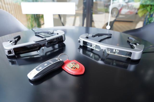 画像2: 「Porsche Online Consultation with スマートグラス」を試験導入