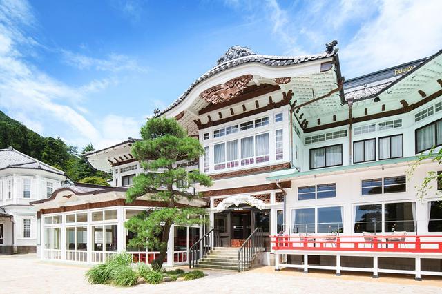 画像1: 「ポルシェデスティネーションチャージングステーション」第1号を富士屋ホテルに開設