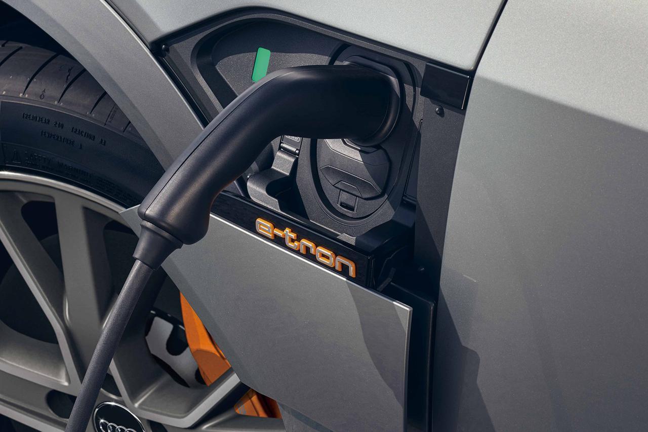 画像1: Audi e-tron Sportbackで急速充電の旅