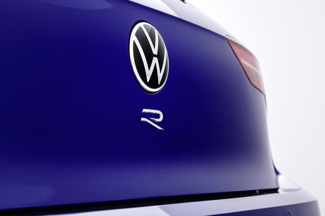 画像: 新型「ゴルフR」がワールドプレミア - 8speed.net VW、Audi、Porscheがもっと楽しくなる自動車情報サイト