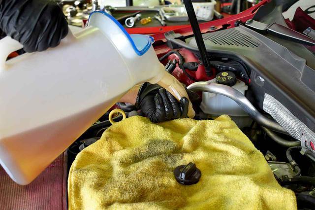 画像4: 【FUCHS】エンジンオイル・DSGオイルを交換しました!