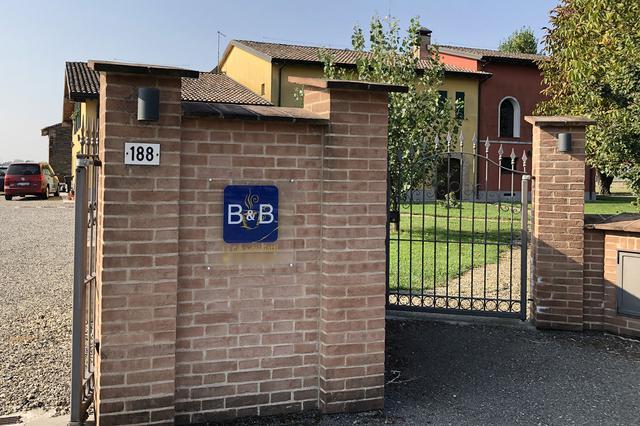 画像: B&B「ラ・カーザ・デイ・ガッティ」の入口。