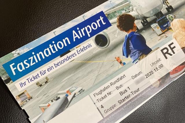 画像: 搭乗券を模した見学ツアーのチケット。