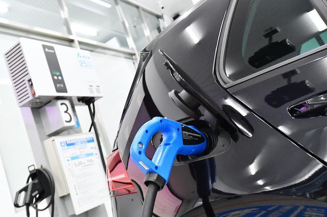画像2: 【e-Golf】次世代型EV充電ステーションで急速充電してみた!