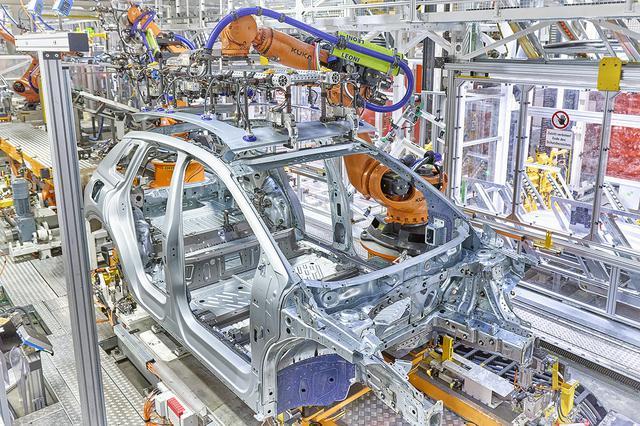 画像1: 「Audi Q4 e-tron」の生産がAudi創業の地でスタート