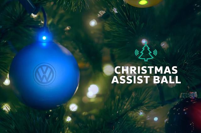 画像: クリスマス・ツリーにはVW謹製「クリスマス・アシストボール」?