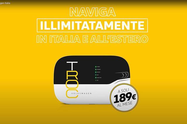 画像: それなら「イタリアでも海外でも使い放題が月々僅か189ユーロ」。モバイルWi-Fiルーターの広告のように見えて、実はT-RocのCMだった。