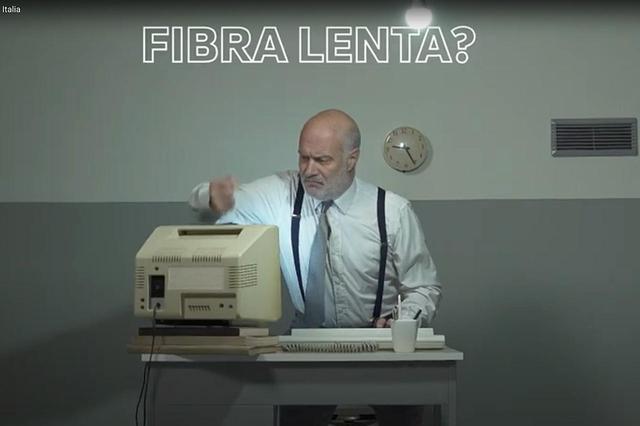 画像: 以下イタリアにおけるCMから。光回線が遅い?