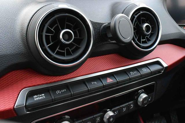 画像: Audi Q2 (GA) マグネット装着