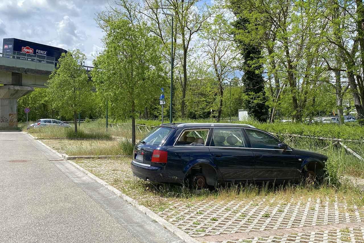 画像: 盗難車でないとしたら、もう少し丁寧なお別れをしたいもの。