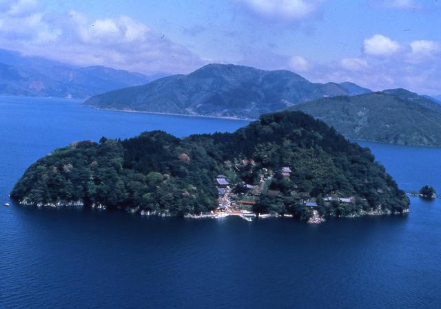 画像: 琵琶湖に浮かぶ神の島:第30番札所「竹生島 宝厳寺」