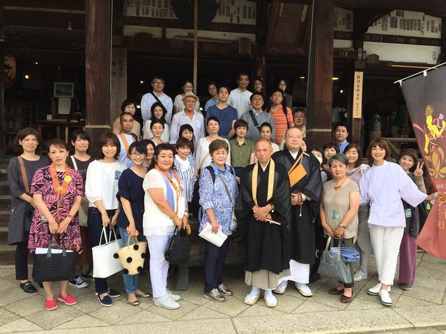 画像: 午後からは、園城寺(三井寺)へ。三井寺のご住職と記念撮影!