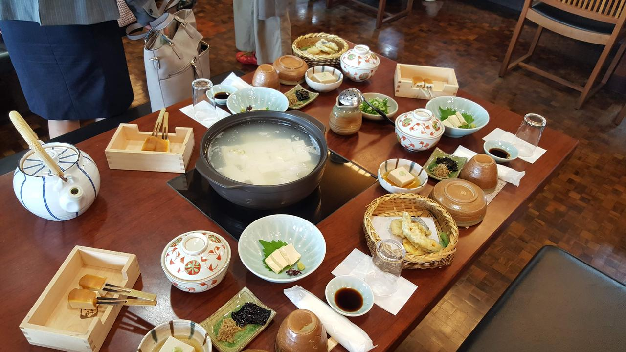 画像: 湯葉のおさしみや田楽、湯豆腐などなど、豆腐づくしのランチを堪能しました。お腹いっぱい♪