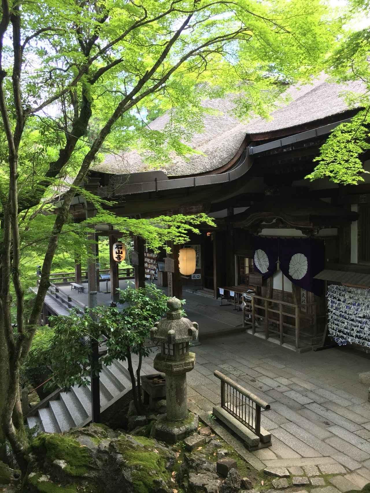 画像: 緑に囲まれた趣ある本堂