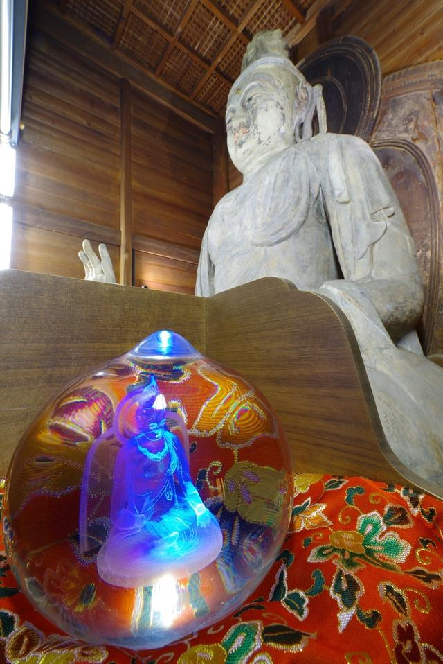 画像: 岡寺のご本尊「塑造 如意輪観音坐像」と「御本尊結縁如意宝珠」