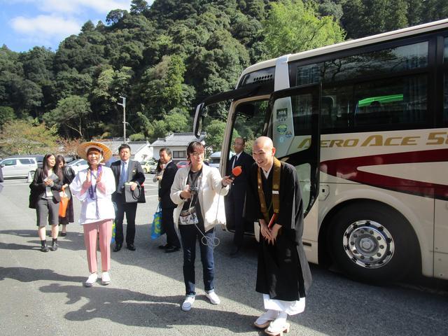 画像: 長谷寺の住職さんがお出迎えしてくれました