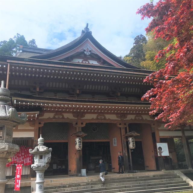 画像: 弁財天がいらっしゃる本堂に到着。宝厳寺の猊下さんは花粉症で大変ななか、ありがたいお話をしていただきました