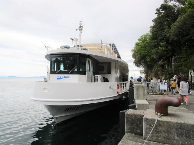 画像: チャーター船に乗り込み、帰ります
