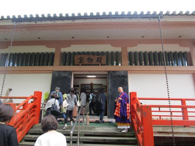 画像: 湖国における文化財の一大宝庫といわれる宝物殿。弘法大師直筆「御請来目録表」には感動!